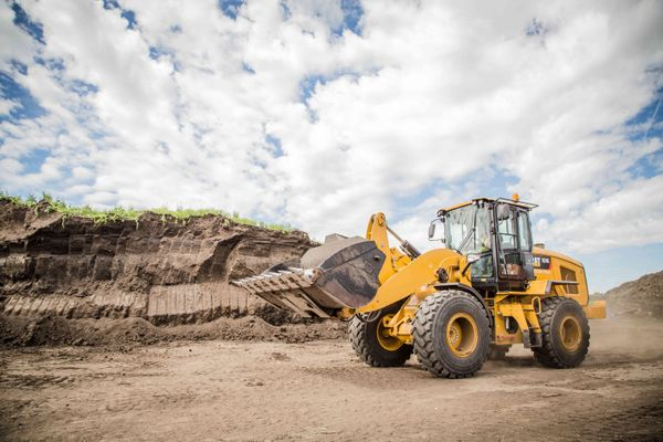 How to Choose: Compact Wheel Loader vs. Skid Steer