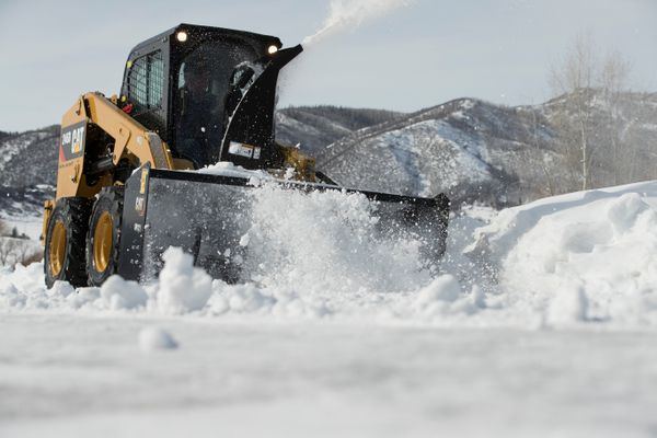 3 Reasons to Rent a Cat® Skid Steer this Winter